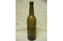 Botella de 50 cl. Color marrón.